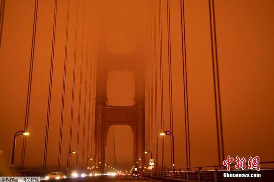 旧金山的天空由于野火烟雾变成橙色
