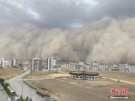 Extraordinary moment Ankara hit by freak sandstorm