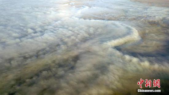 图片:新疆湿地上的平流雾