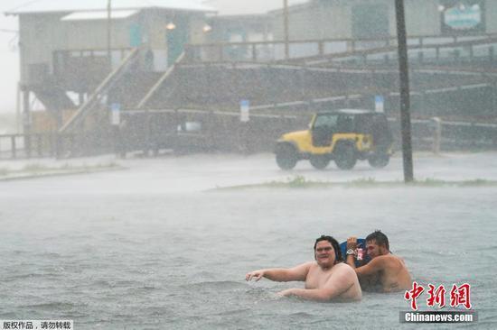 萨莉飓风加剧,威胁美国南部