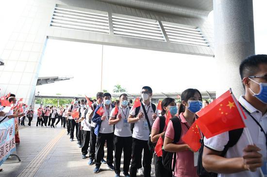 Members of mainland nucleic acid testing team leave Hong Kong on Sept. 16, 2020. (Xinhua)
