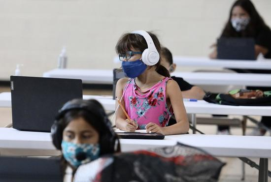 Students study online at a recreation center in Los Angeles, the United States, on Sept. 3, 2020. (Xinhua)