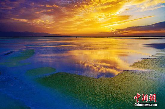 """图片:青海省的""""玉湖"""""""