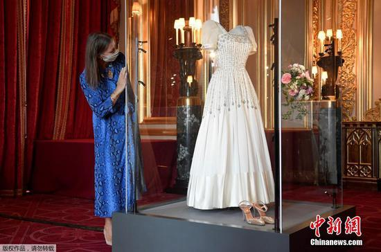 Wedding gown of Princess Beatrice goes on show