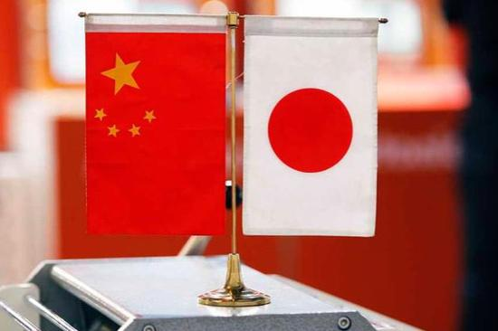 Xi holds talk with Japan's new leader