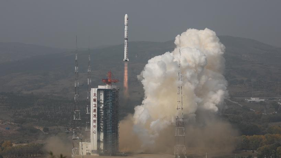 China successfully launches 2 environmental monitoring satellites
