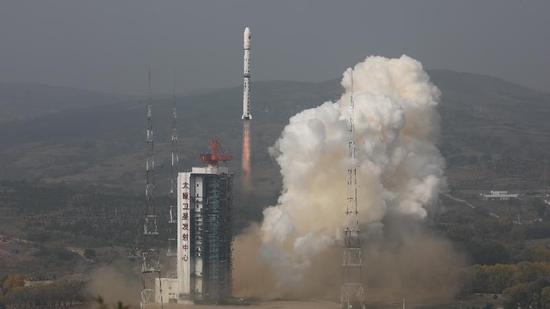 China successfully launches 2 environmental monitoring satellites