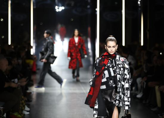 A model presents a creation for Versace during Milan Men's Fashion Week in Milan, Italy, on Jan. 12, 2019. (Xinhua/Cheng Tingting)