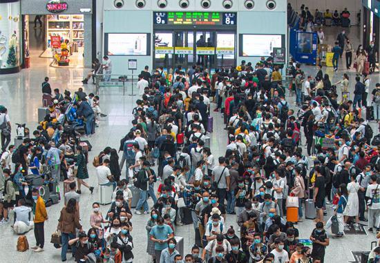 China sees record railway trips amid post-COVID holiday travel rush