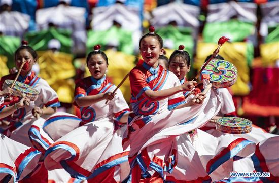Qamdo holds gala to celebrate 70th anniversary of liberation