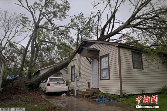 Hurricane Delta leaves half a million in US Louisiana without power