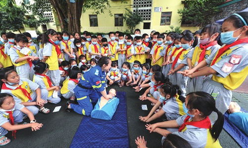 Primary school students in Luzhou, Southwest China's Sichuan Province learn about cardiopulmonary resuscitation, or CPR, on Tuesday, China's 12th Disaster Prevention and Reduction Day. Students also held earthquake escape drills and learned about disaster mitigation. Photo: cnsphoto