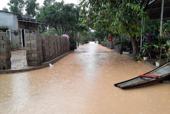 Death toll from floods, landslides in central Vietnam up to 105