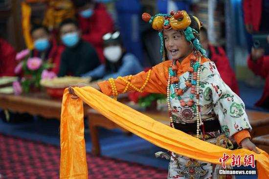 Tibetan epic King Gesar revived in rural school