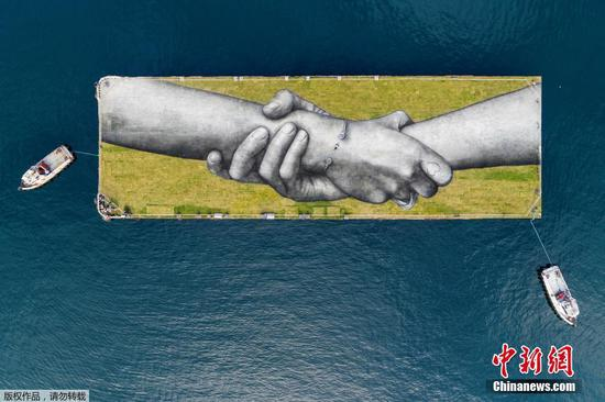 French artist shows value of unity with huge painting in Turkey's Istanbul