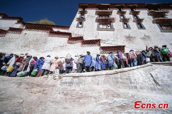 Potala Palace undergoes annual whitewash
