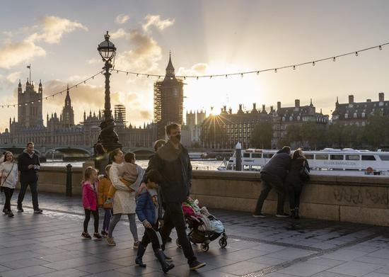 People walk by the River Thames in London, Britain, on Oct. 31, 2020. (Xinhua/Han Yan)