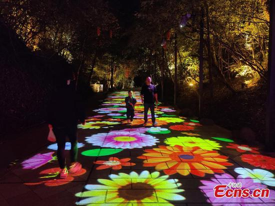 Intoxicating night view enchants tourists in Fujian