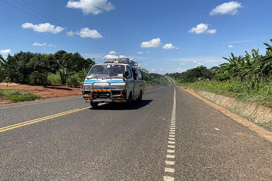 This photo taken on Nov. 1, 2020, shows a vehicle driving on the Musita-Lumino road in eastern Uganda. (Photo by Dong Zhiwei/Xinhua)