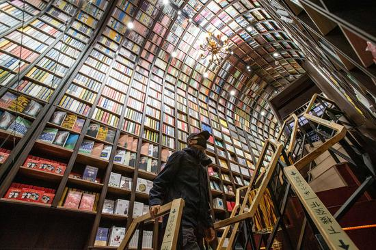 Bookworms descend on Shenzhen for month-long reading festival