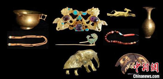 Huge haul of cultural relics unearthed at Qinghai tomb