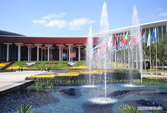2020年11月4日拍摄的照片显示了国家会展中心(上海)的外观,这是第三届中国国际进口博览会(CIIE)在上海的主要会场。 (照片/新华社)