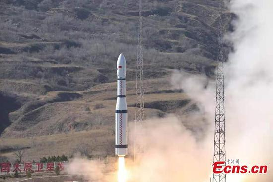 China's rocket sends 13 satellites into orbit