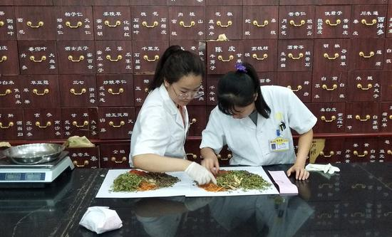 Chinese, German researchers find 'promising' herbal therapy for moderate COVID-19