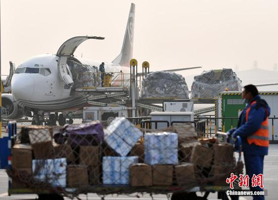 """中国在""""双十一""""购物节期间处理6.75亿个包裹"""