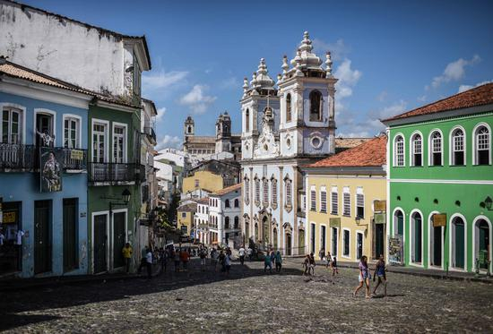 Tourists visit the old town of Salvador, in Salvador, Brazil, on Oct. 31, 2016. Salvador, the capital of the northeastern Brazilian state of Bahia, is the first colonial capital of Brazil and one of the oldest in the Americas. (Xinhua/Shen Hong)