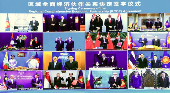 Chinese Premier Li Keqiang and leaders of other countries attend the signing ceremony of the Regional Comprehensive Economic Partnership (RCEP) agreement after the fourth RCEP Summit, which is held via video link, Nov. 15, 2020. Li attended the summit at the Great Hall of the People in Beijing on Sunday. Chinese Commerce Minister Zhong Shan signed the agreement on behalf of China. (Xinhua/Zhang Ling)