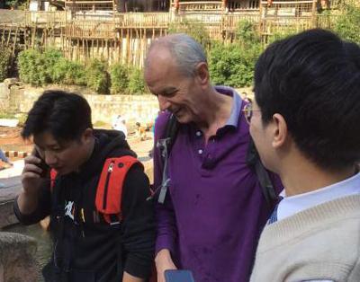 新任命的英国外交官在重庆拯救了溺水的女孩