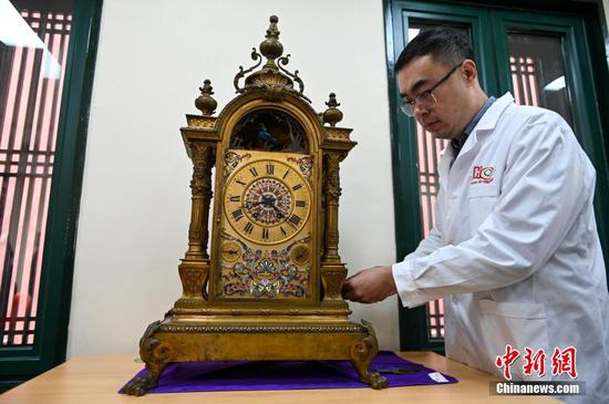 Palace museums in Beijing, Shenyang jointly repair ancient clocks