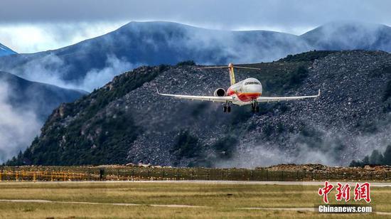 中国的ARJ21支线客机为131万乘客提供服务