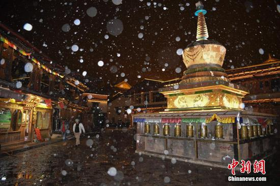 Night scenery of Dukezong ancient town in snow
