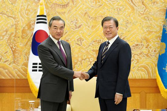 South Korean President Moon Jae-in meets with visiting Chinese State Councilor and Foreign Minister Wang Yi in Seoul, South Korea, Nov. 26, 2020. (Xinhua)