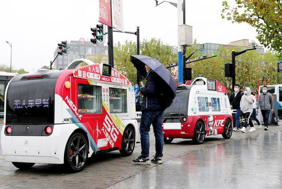 Shanghai: Get your food from these unmanned catering cars