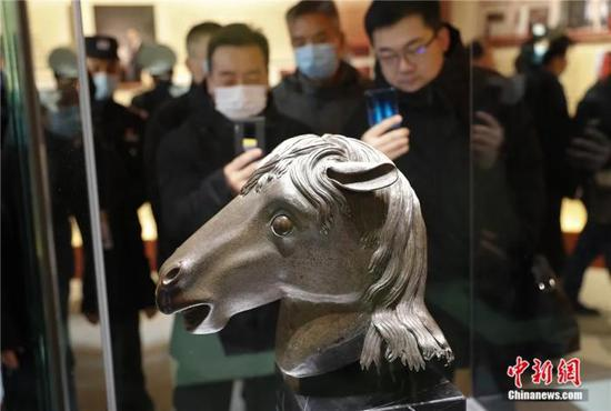 Photo shows the horse-head bronze statue lost from the Old Summer Palace, Dec.1, 2020. (Photo/China News Service)