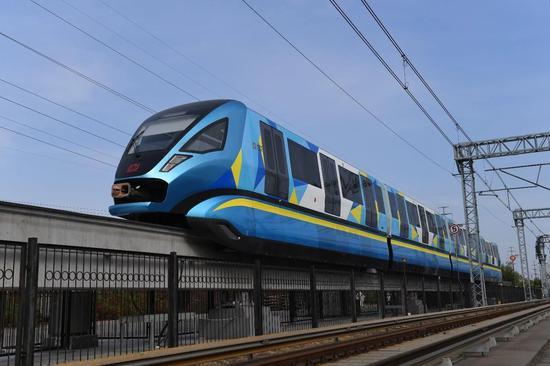 中国新型跨骑单轨火车完成试运行