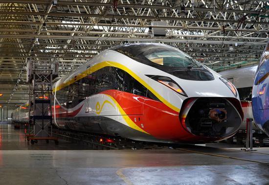 中国开发高速列车以在不同的铁路系统上运行