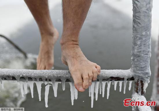 俄罗斯鄂木斯克开始冬季游泳