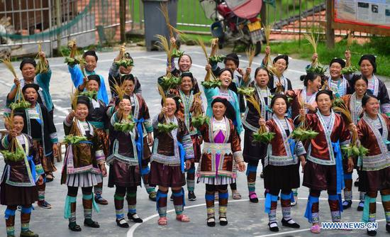 Cultural heritage helps ethnic groups in south China's county shake off poverty