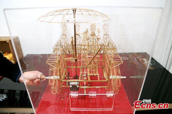 Elderly man creates dynamic chariot using bamboo twigs