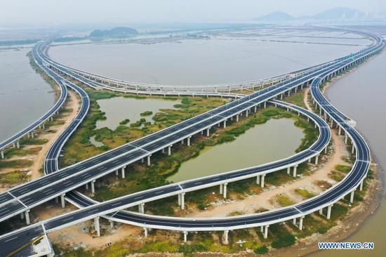 Hezhou-Gaolan Port Highway under construction in south China