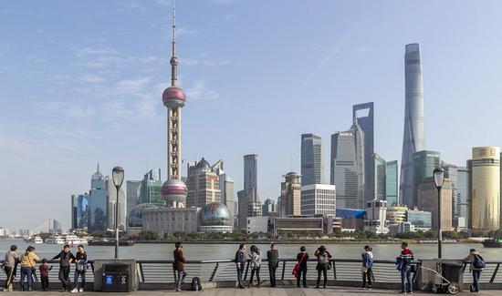 中共中央与非党员召开经济工作座谈会