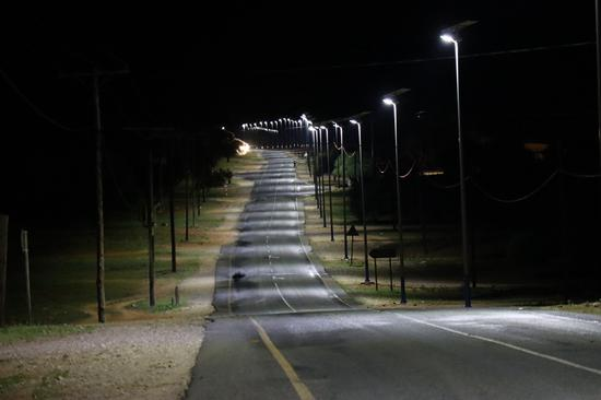 中国向博茨瓦纳村庄捐赠太阳能路灯