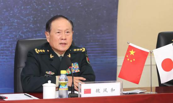 Chinese, Japanese defense ministers vow to establish a liaison mechanism