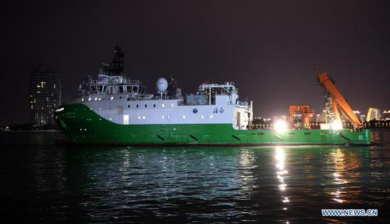 """中国的科研船""""坦索"""" 2号在远洋探险后返回"""