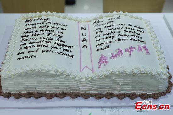 University chefs make special cakes for graduate exam takers