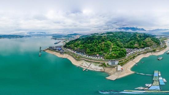 Ships dock at a tourism port on the Yangtze River in Zigui, Hubei province, in April, 2020. (Photo/Xinhua)
